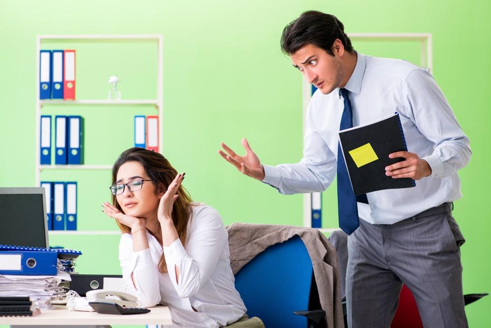 Имеет ли право работодатель штрафовать работника